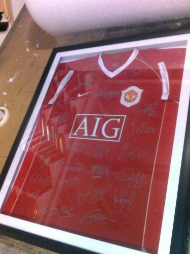 Man U Team Signed Shirt