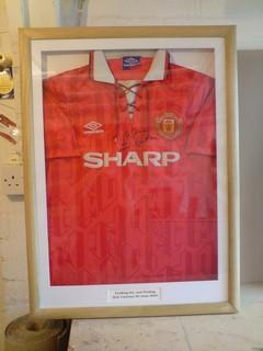 mufc-shirt-framing-eric-cantona-signed